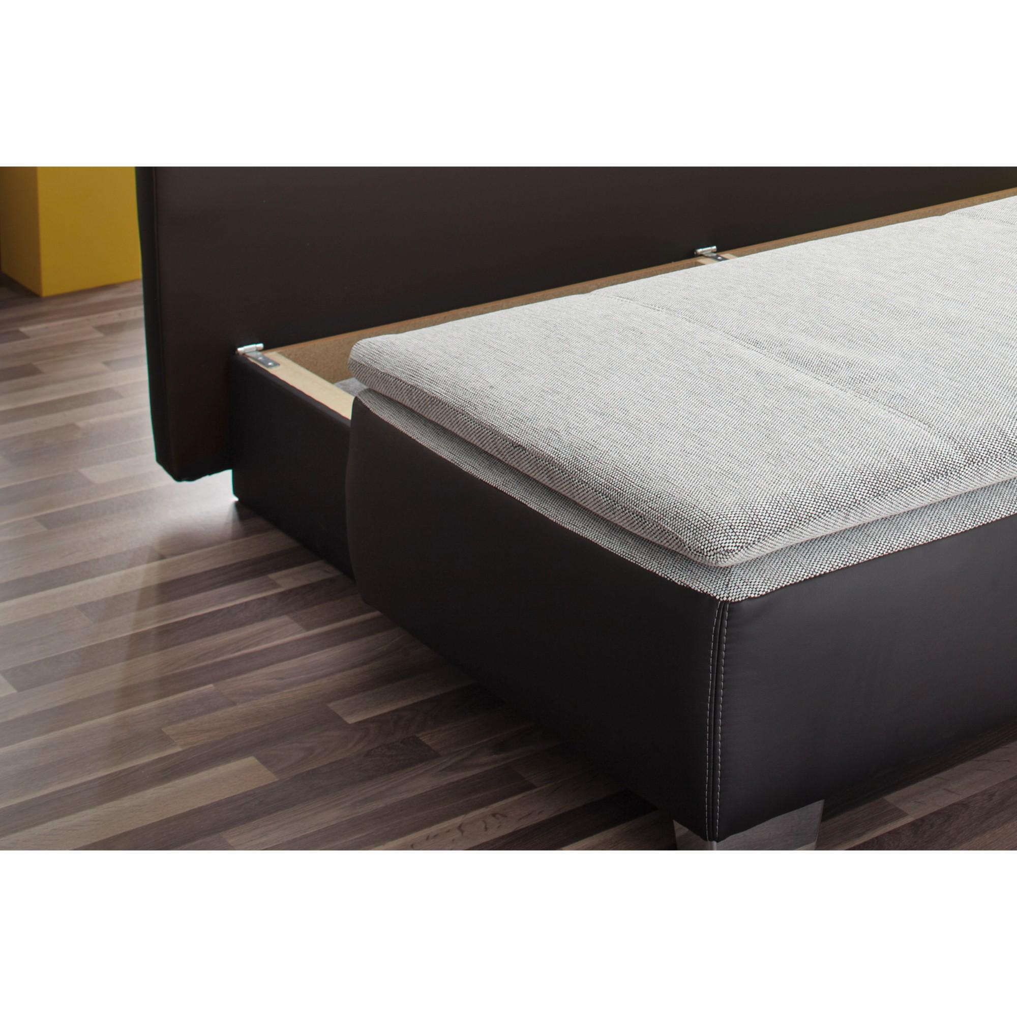 Sconto Pohovka DUETT-SE čierna/sivá Menšie domácnosti sa často musia premeniť podľa aktuálnej potreby a tak sa počas niekoľkých minút stane z obývačky hosťovská izba, detské ihrisko alebo spálňa.