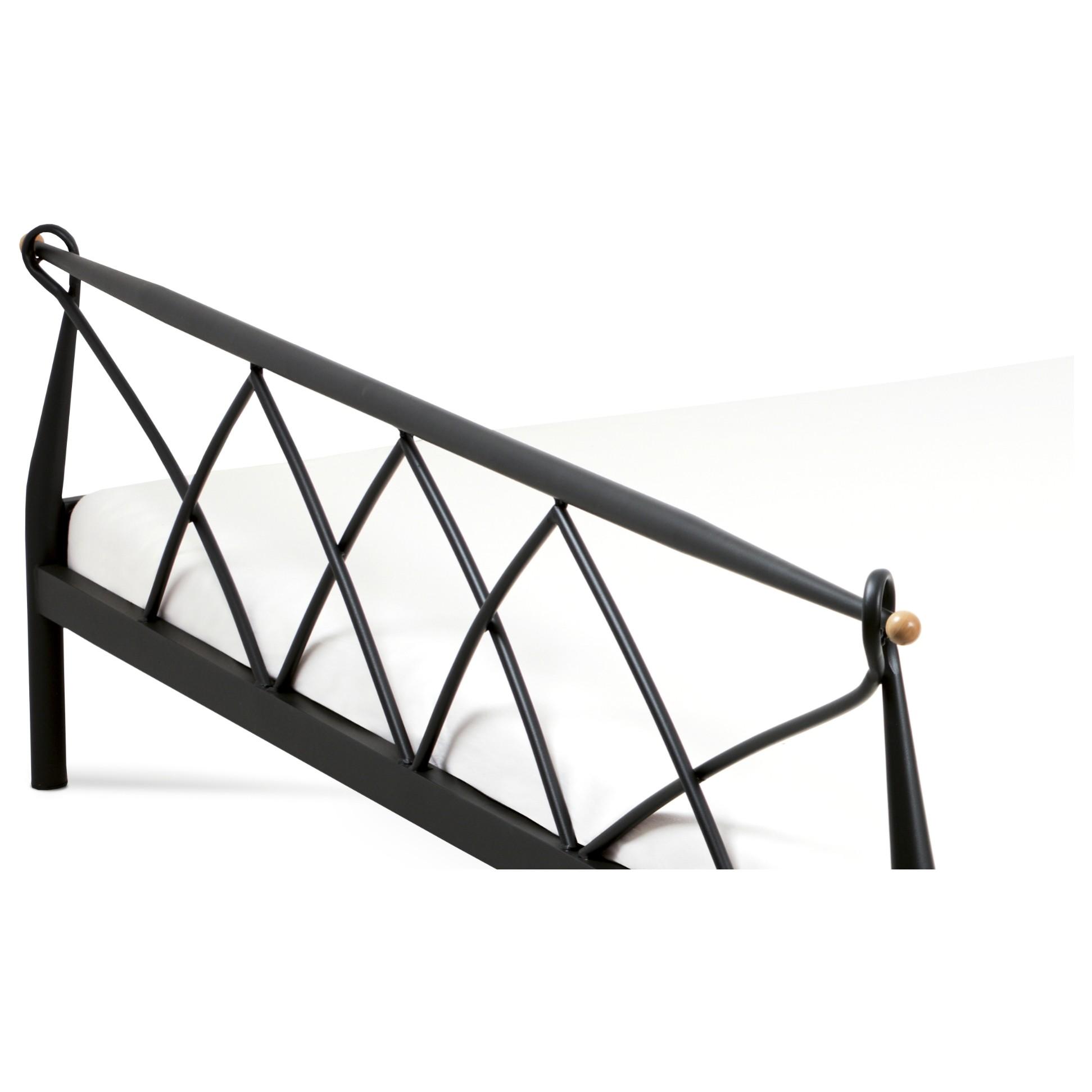 Sconto Posteľ MARIANA čierna, 180x200 cm Základom manželskej postele MARIANA je stabilný a odolný kovový rám.